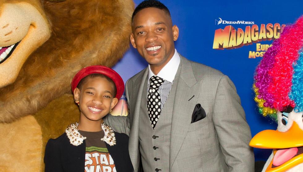 DELER RAMPELYSET: Will Smith deler gjerne rampelyset med sine barn. Har er de på premieren av barnefilmen Madagascar 3 i New York. Der moren Jada spiller en flodhest.  Foto: All Over Press