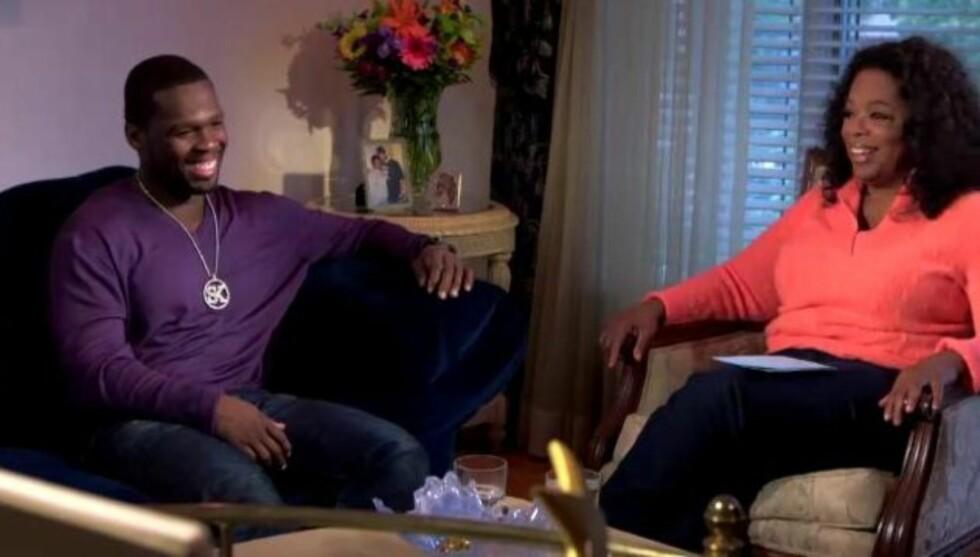 FANT TONEN: Curtis Jackson og Oprah Winfrey slo seg ned i stua til barndomshjemmet hans. Det var ingen dårlig kjemi mellom rapstjernen og talkshow-dronningen.