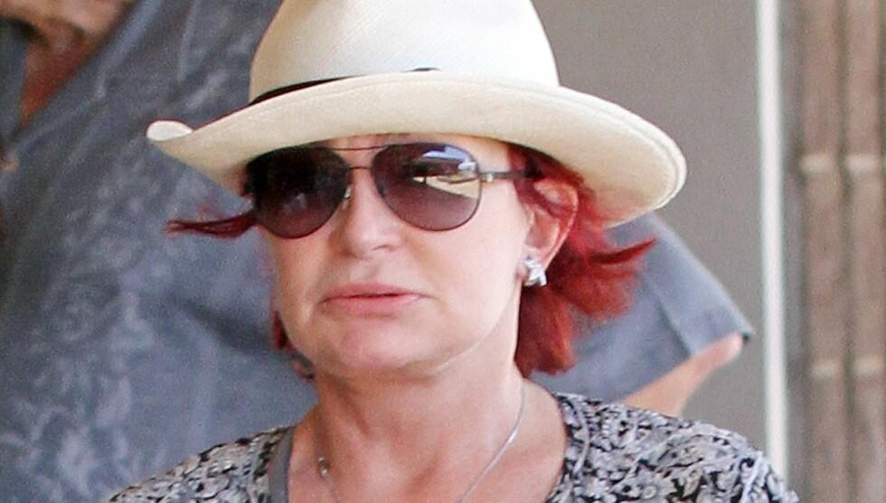 SLET: Sharon Osbourne slet med å finne ordene da hun gjestet The Talk for å snakke om sønnens sykdom. Foto: All Over Press