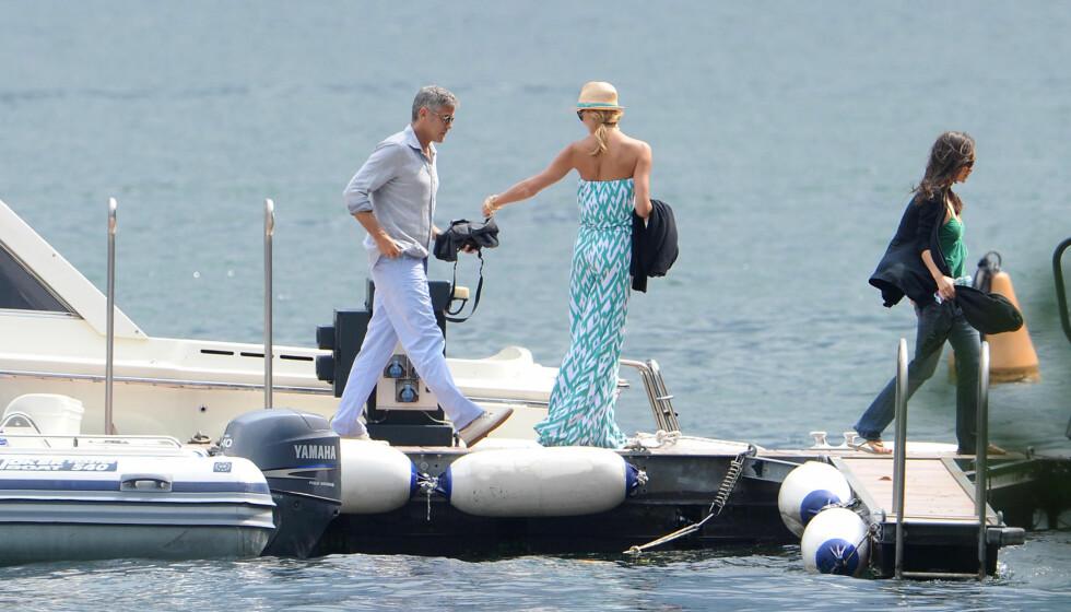 NY DAME I PARADIS: George Clooney koste seg i Lago di Como, i Menagio, Italia. Foto: All Over Press