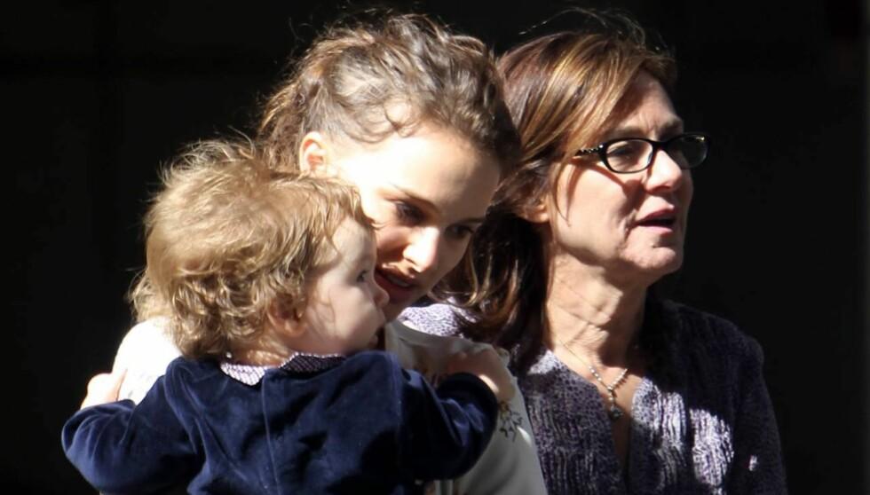 <strong>FRANSK FEIRING:</strong> Natalie Portman var i helgen i Paris for å feire at sønnen Aleph har blitt ett år gammel. Dette bildet er tatt i mai i New York. Foto: All Over Press