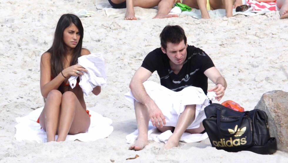 GA SUPERHINT: For to uker siden la Lionel Messi ballen under trøyen etter en scoring og simulerte en gravid mage. Nå bekrefter han ryktene. Foto: FameFlynet