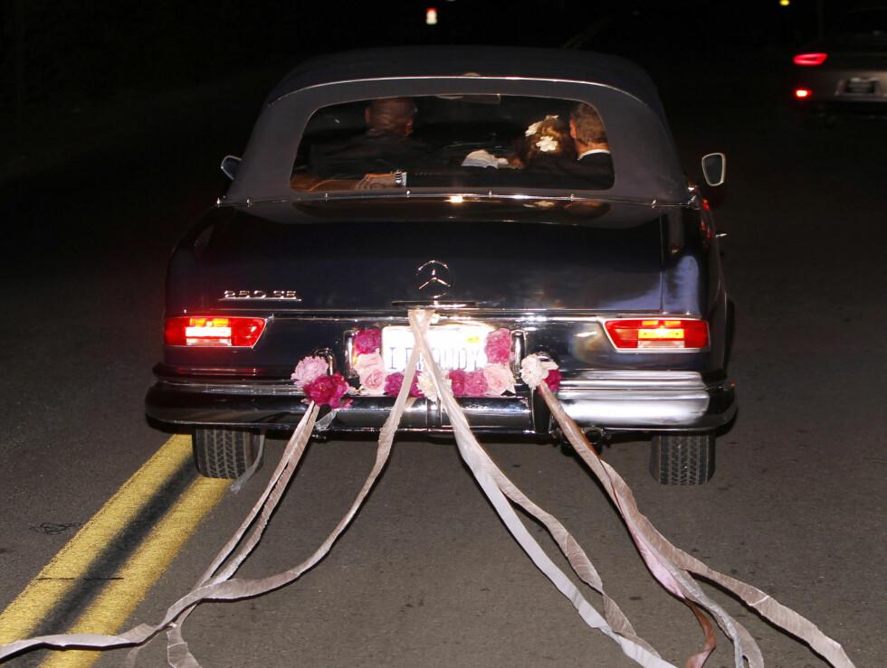 LYKKELIG GIFT: Drew Barrymore og Will Kopelmans bil var pyntet etter alle kunstens regler. Foto: Stella Pictures