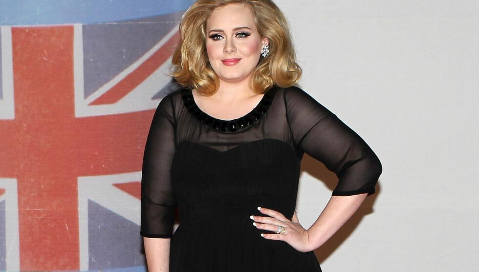 I SKJUL: Sangeren Adele annonserte nylig at hun er gravid med sitt første barn. Men ifølge en kilde skal hun allerede være syv måneder på vei - og omtrent ha levd i det skjulte for å kunne nyte svangerskapet i fred. Her er hun avbildet på The Brit  Foto: All Over Press