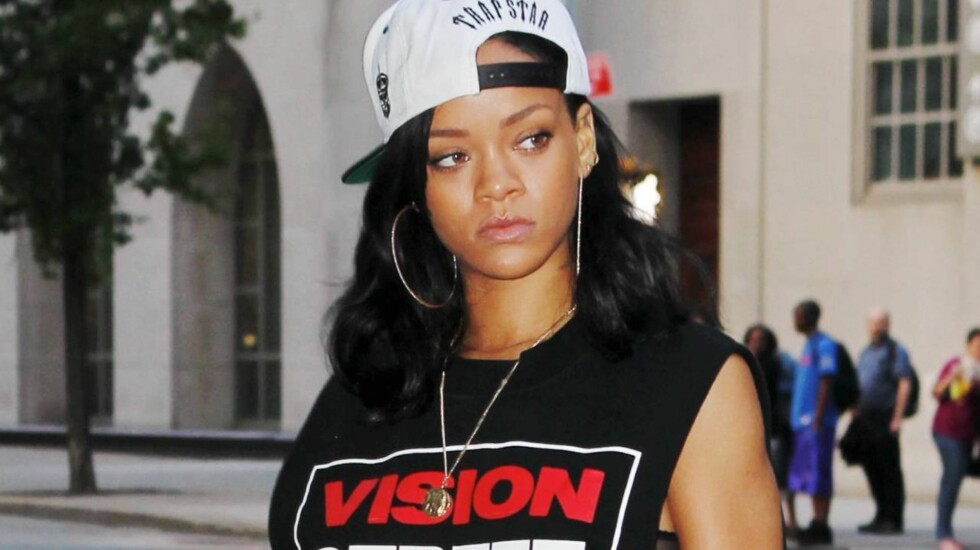 RASENDE: Rihanna ble forbannet da en Esquire-journalist spurte hvorfor hun valgte å samarbeide med eks-kjæresten Chris Brown.  Foto: All Over Press