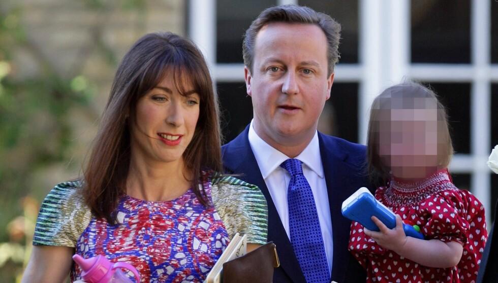 GLEMTE DATTEREN: Den britiske statsminister David Cameron og kona Samantha glemte datteren Nancy (8) på pub søndag. Foto: All Over Press