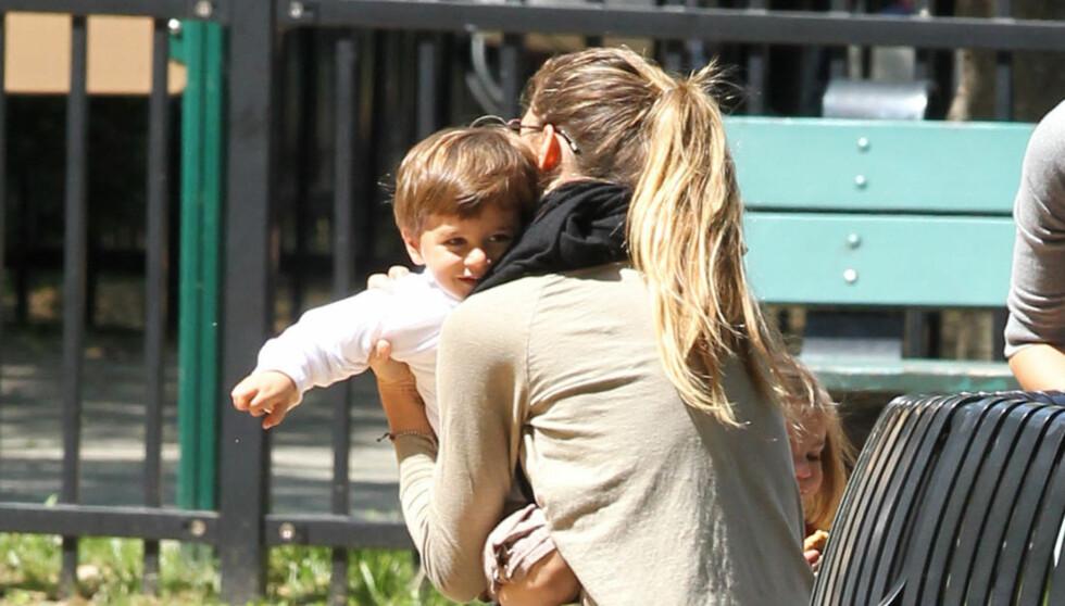 - BLIR MAMMA IGJEN: En kilde nær Gisele Bündchen sier at hun om seks måneder vil gi sønnen Benjamin en bror eller søster. Foto: Stella Pictures