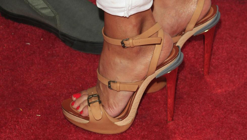 JOGGET MED DISSE: Dette er skoene LeAnn Rimes hoppet på tredemølla med. Foto: All Over Press