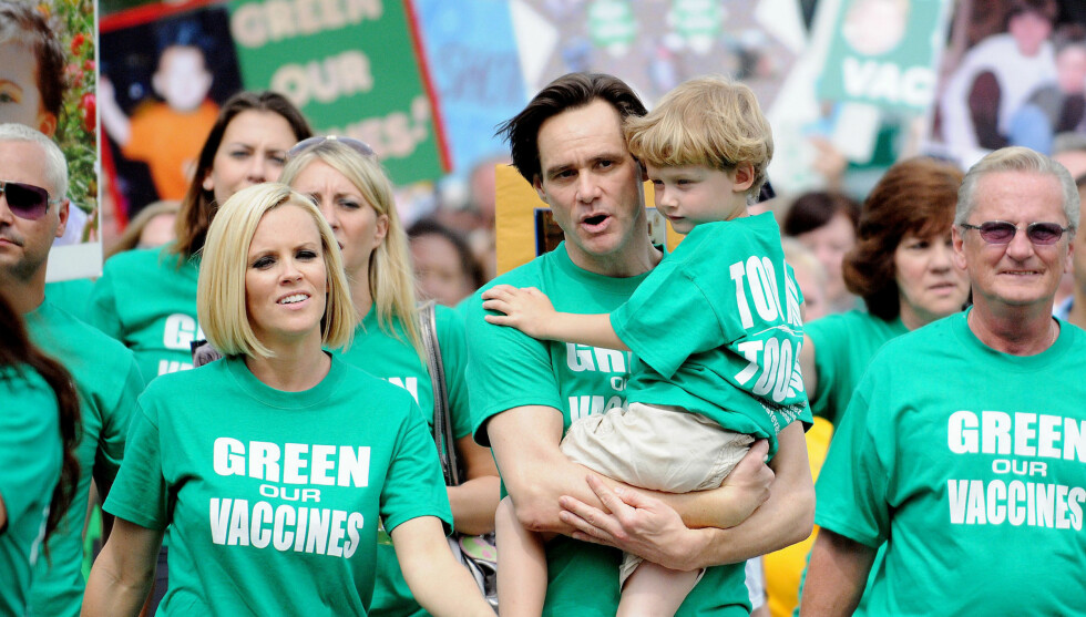 FØR HOLDT DE SAMMEN: Her masjerer Jim, Jenny og Evan i Washington for Green Our Vaccines i 2008. Men etter bruddet har de mistet all kontakt. Foto: Fame Flynet