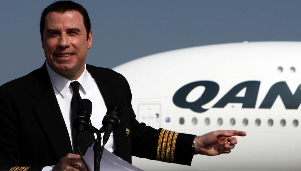 FORHOLD TIL PILOTEN?: John Travoltas tidligere sekretær hevder den flyinteresserte filmstjernen hadde et seksuelt forhold til sin mannlige pilot i flere år på 80-tallet. Foto: All Over Press