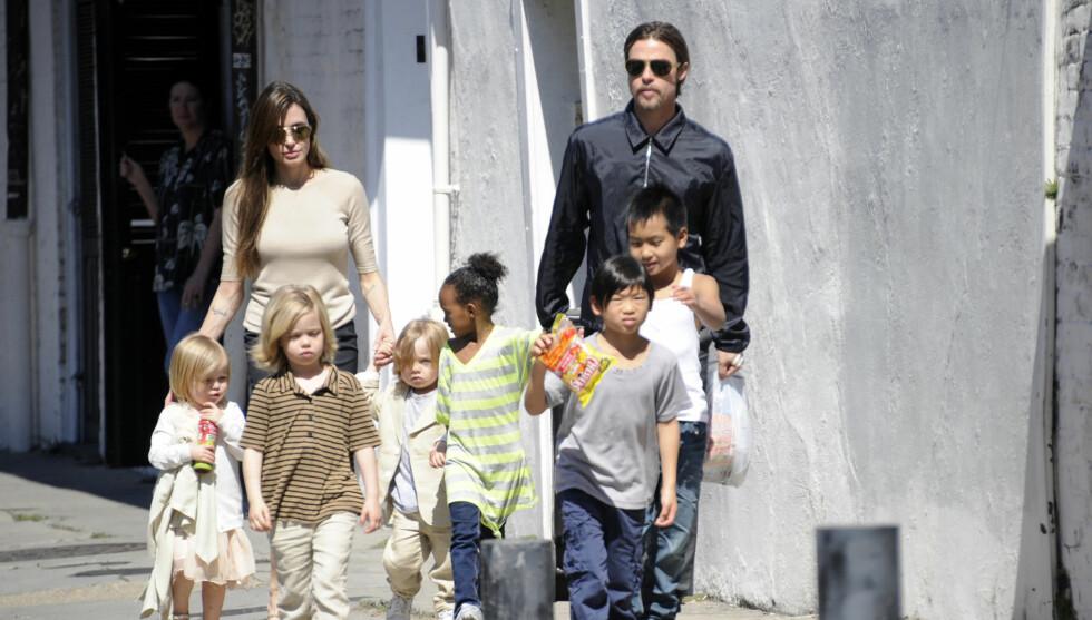 <strong>FLYTTER:</strong> Brad Pitt og Angelina Jolie tar med seg deres seks barn og flytter ut fra huset i London etter at en sterk kloakkstank har lagt seg i nabolaget. Foto: FameFlynet