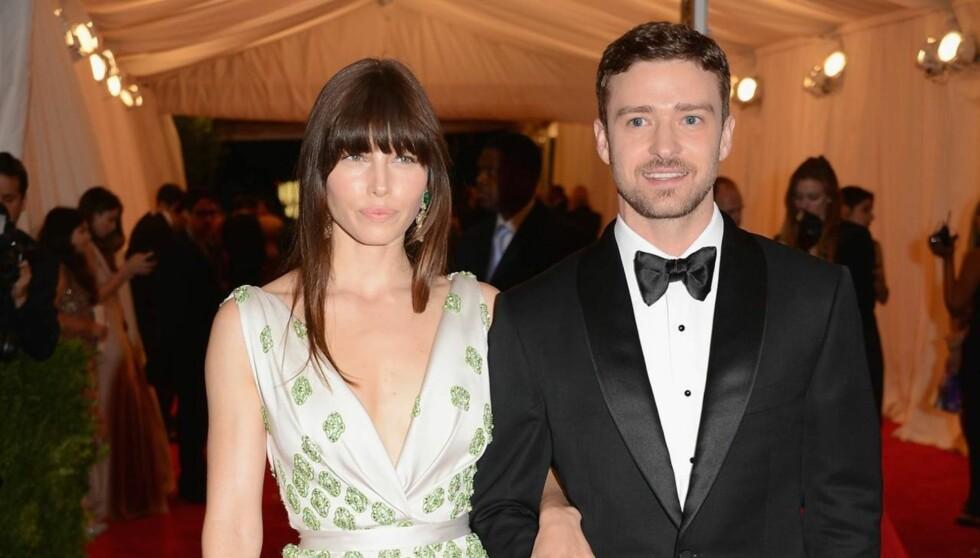 FEIRET FORLOVELSEN: Biel og Timberlake var midtpunktene da 100 gjester samlet seg for å feire det kommende ekteparet. Foto: All Over Press