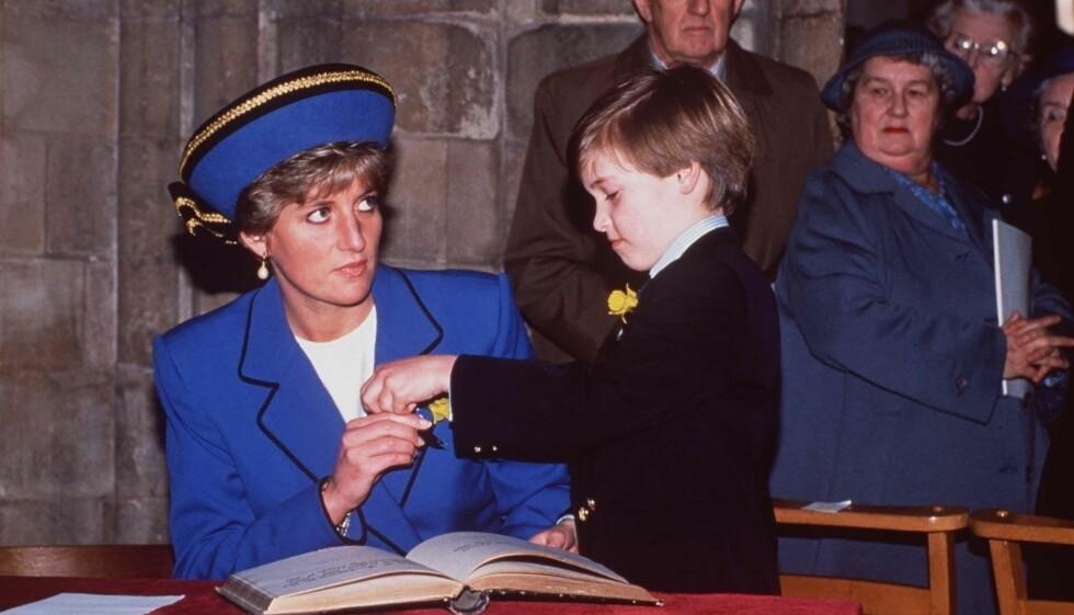 SAVNET MAMMA: Prins William med mamma prinsesse Diana på hans første offisielle opptreden i 1991. Nå innrømmer prinsen at han tenkte mye på moren under bryllupet.  Foto: Fame Flynet Norway