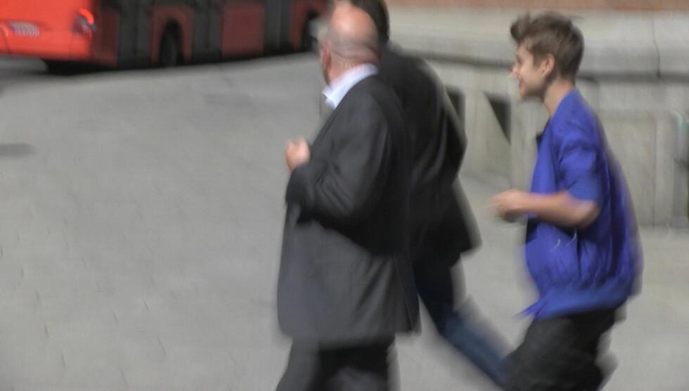 MÅTTE FLYKTE FRA FANSEN: Justin Bieber løp det han kunne for ikke å bli overfalt av ivrige tilhengere, under sitt Oslo-besøk onsdag.