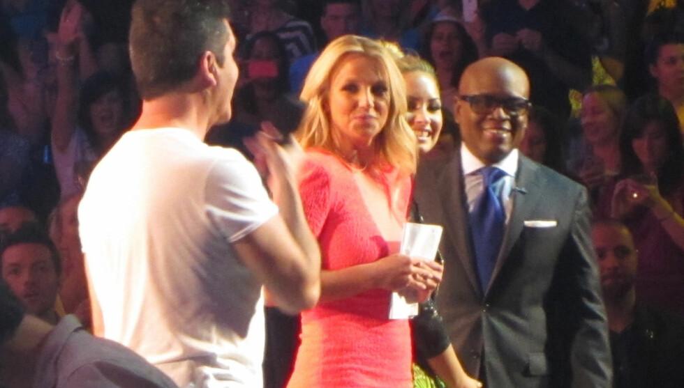 FØRSTE DAGEN: Her er Britney i dommerpanelet under auditionrunden i Austin, Texas. Hennes første dag som dommer. Foto: ALL OVER PRESS