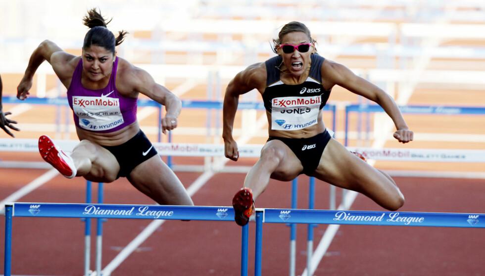 TIL TOPPS: Lolo Jones (t.h.) under løpet som i 2010 ga henne seier i Bislett Games i Oslo i 100 m hekk.  Foto: Lise Åserud/NTB Scanpix
