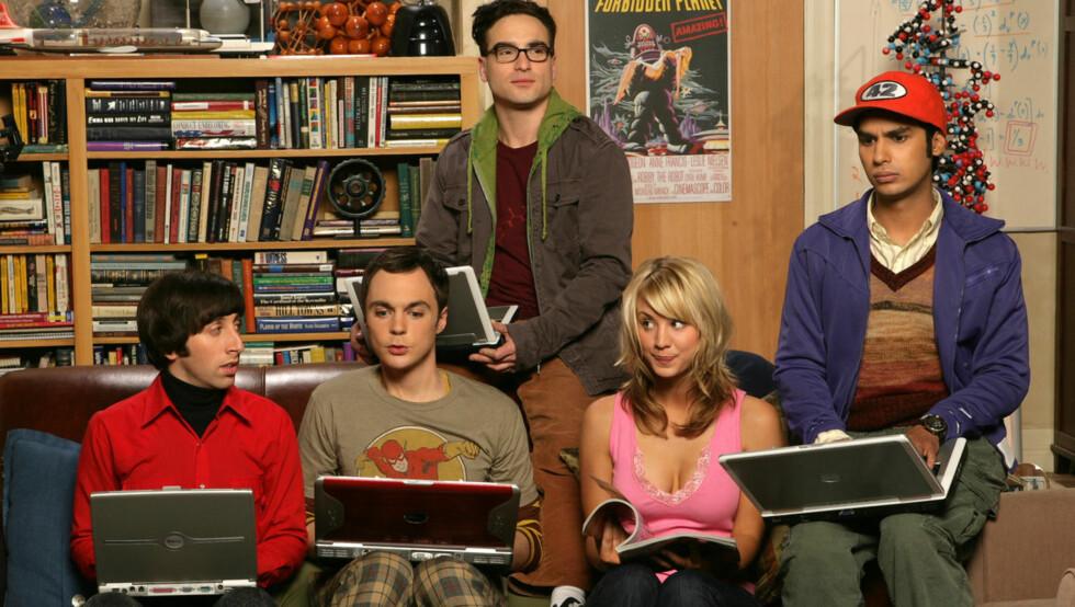 POPULÆR SERIE: Jim Parsons (nummer to fra venstre) spiller i TVNorge-serien «The Big Bang Theory». Foto: TVNorge