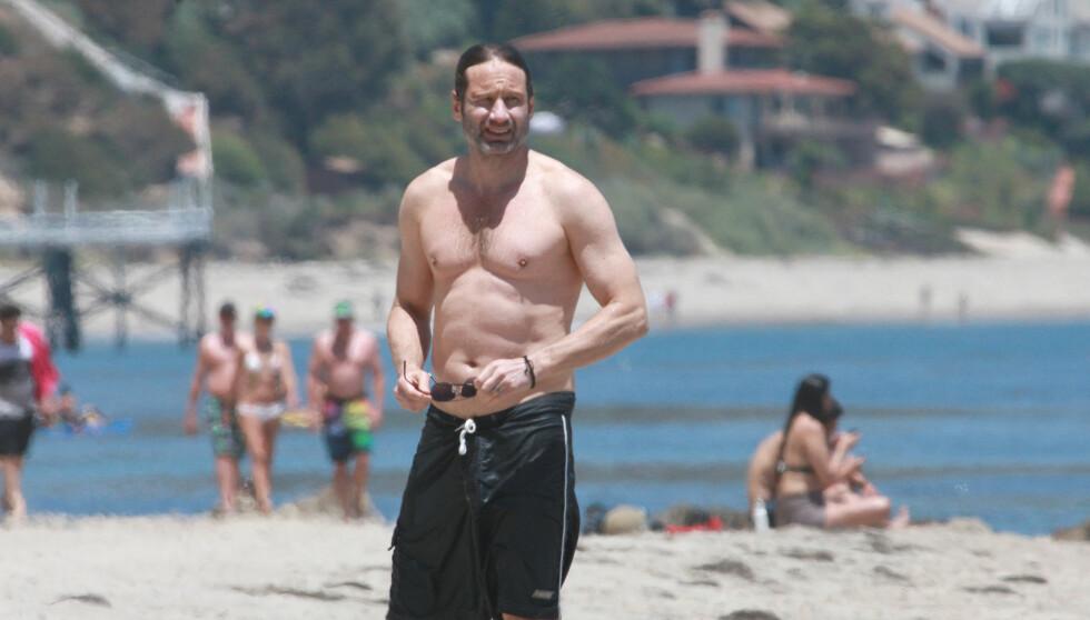 FIN ETTER FEMTI: David Duchovny viste gjerne frem sin veltrente kropp på stranden.  Foto: Stella Pictures