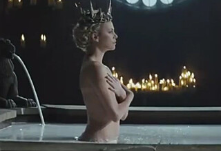 Derfor taklet hun naken-scenene
