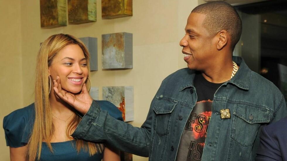 <strong>NATURLIG VAKKER:</strong> Beyoncé kom nesten usminket til en lanseringsfest i Los Angeles sammen med ektemannen Jay-Z.  Foto: All Over Press