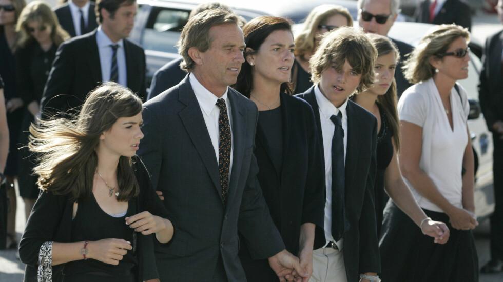 DØDE: Natt til torsdag ble firebarnsmoren Mary Kennedy funnet død i sitt hjem i New York. Her sammen med ektemannen Robert og to av sine barn.  Foto: FameFlynet Norway