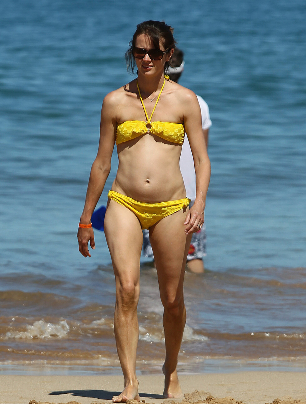 GULT ER KULT: Acker hadde på seg en gul bikini. Foto: All Over Press