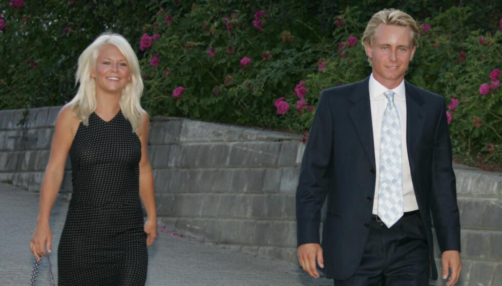 USA-BRYLLUP: Monsen Røkke sa ja til Nina Glende Johnsen i Philadelphia. Til venstre på bildet er Kristians søster Elisabeth. Foto: STELLA PICTURES