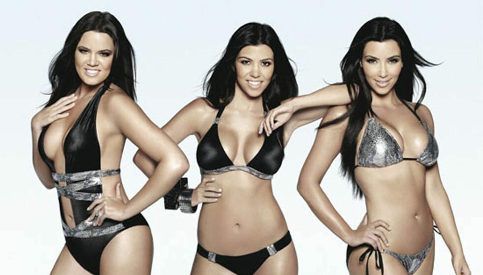 - JEG SER MASSIV UT VED SIDEN AV DEM: Khloe Kardashian (til venstre) sier til Life & Style at høydeforskjellen mellom henne og hennes søstre Kim (t.h) og Kourtney, fører til at hun føler hun ser tykk ut når de er på TV sammen. Foto: Stella Pictures
