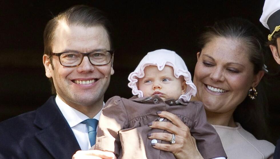 KLAR FOR DÅP: Prinsesse Estelle blir neste til å få navnet sitt brodert på den tradisjonsrike dåpskjolen. Navnet til kronprinsesse Victoria befinner seg allerede på kjolen. Foto: All Over Press