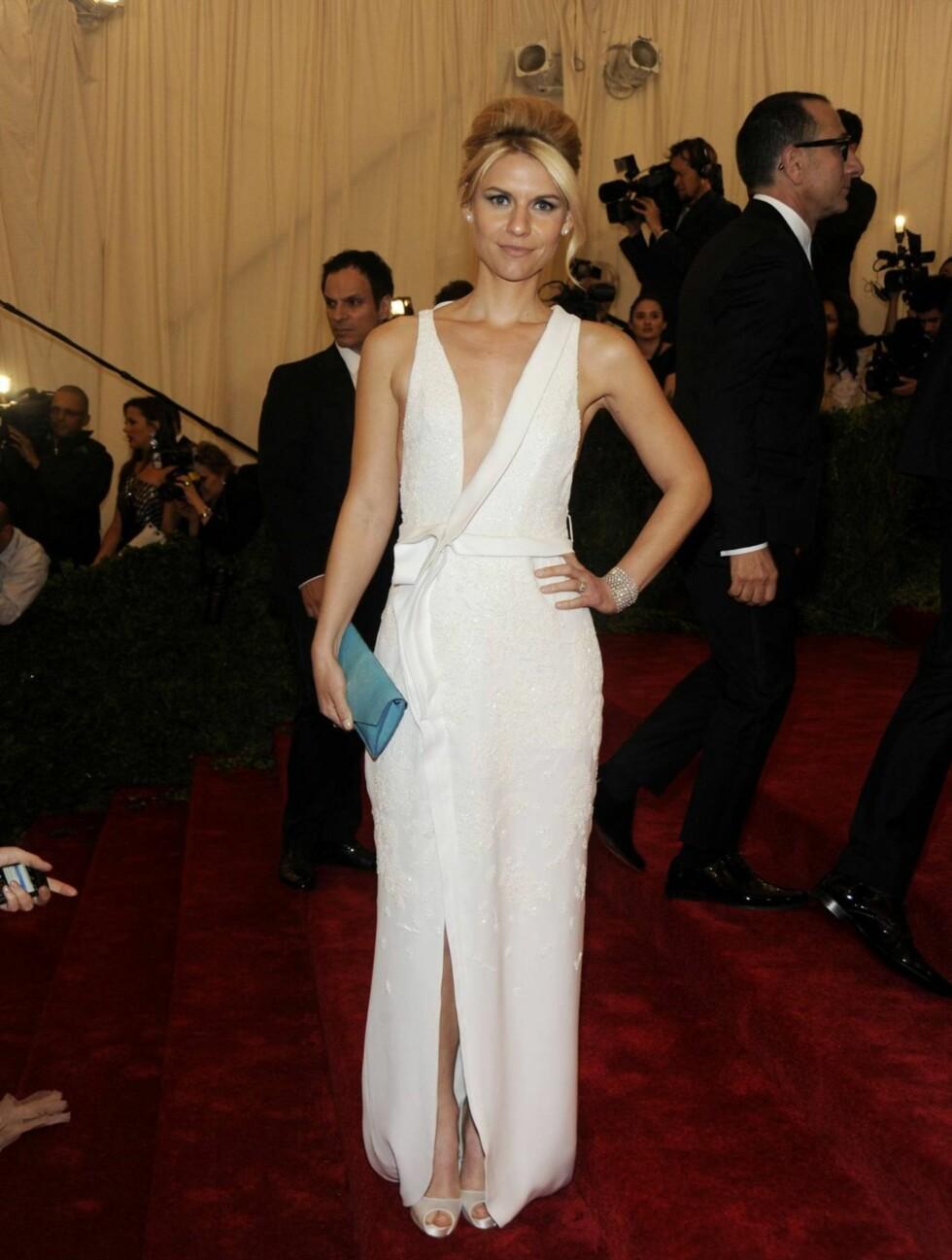ELEGANT: Claire Danes valgte en enkel hvit kjole fra J. Mendel.  Foto: All Over Press