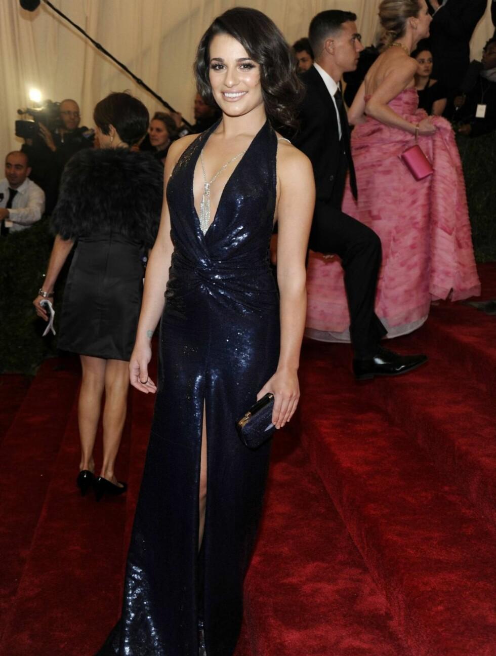 """FREKK KJOLE: """"Glee""""-stjernen Lea Michele viste frem bena i en lang kjole med høy splitt og dyp utringning.  Foto: All Over Press"""