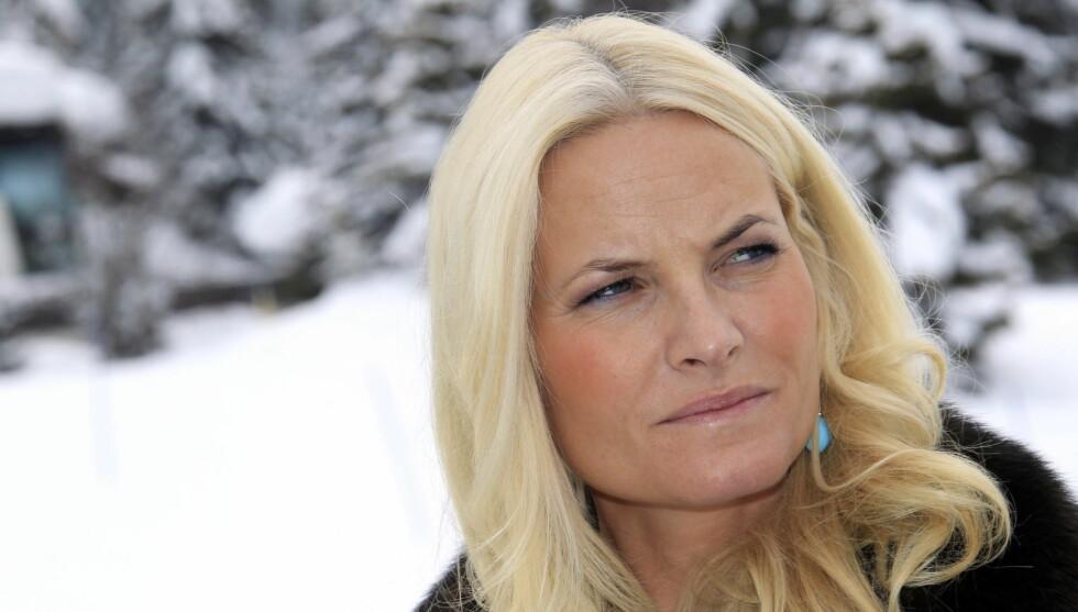 KOMMER IKKE: Kronprinsesse Mette-Marit glimrer med sitt fravær på gjestelisten til den svenske prinsessens dåp. Foto: Scanpix