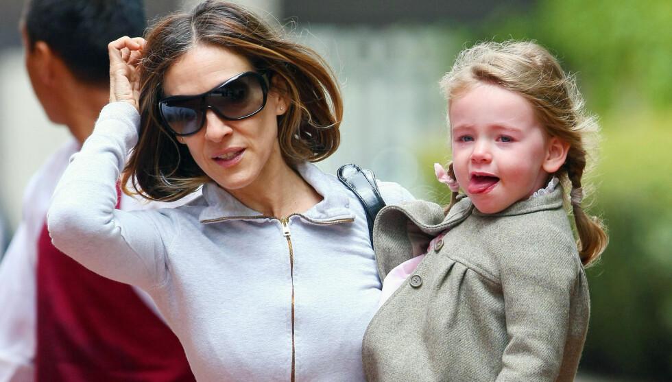 PÅ MAMMAS ARM: Lille Marion klamret seg fast til mammas arm i New York tidligere denne uken. Foto: Stella Pictures
