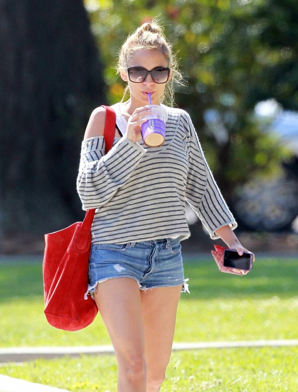 TRENDY: TV-stjernen Nicole Richiegjør for tiden suksess som motedesigner og er alltid oppdatert på de siste trendene.  Foto: Stella Pictures