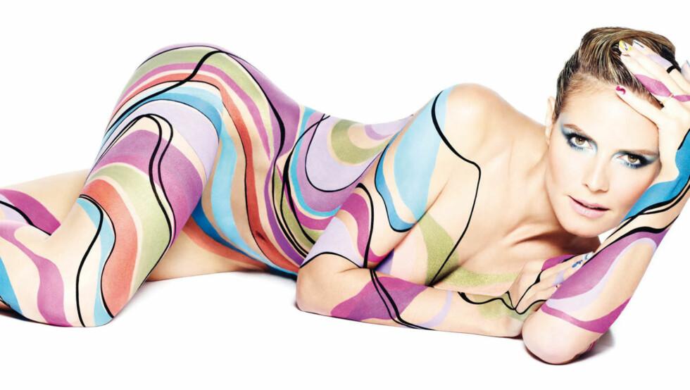 STILLER OPP NAKEN: Slik ser det ut når den tyske modellen Heidi Klum stiller opp i reklame for kosmetikkmerket Astor - kun iført kroppsmaling. Foto: Fame Flynet