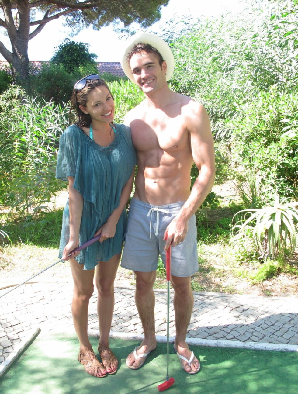 <strong>PÅ KJÆRLIGHETSTUR:</strong> Kelly har også lagt ut bilder av seg selv på romantisk ferie med sin kjæreste Thom Evans.                                Foto: Kelly Brook/Tumblr