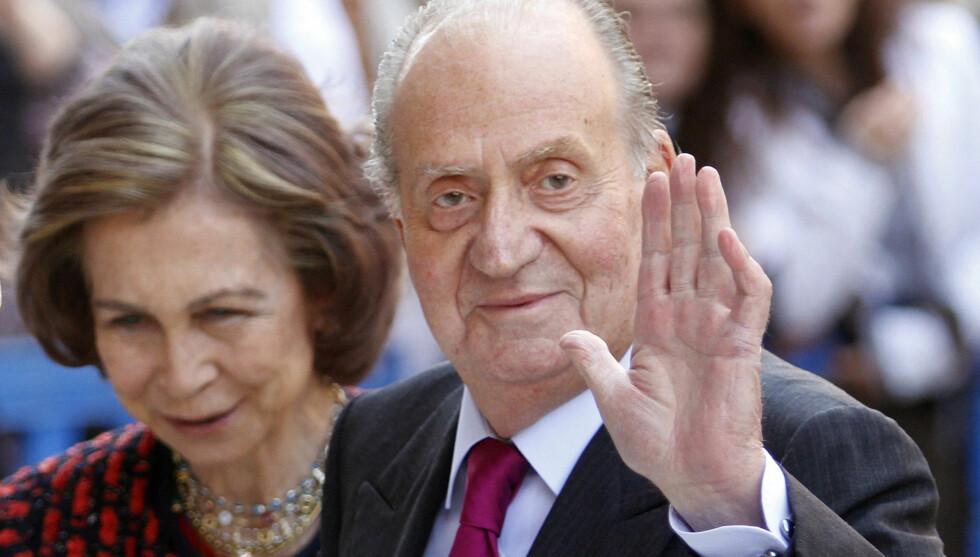 PÅ SYKEHUS: Kong Juan Carlos ligger på sykehus etter en ulykke. Her er han avbildet med dronning Sofia.  Foto: Reuters/NTB Scanpix