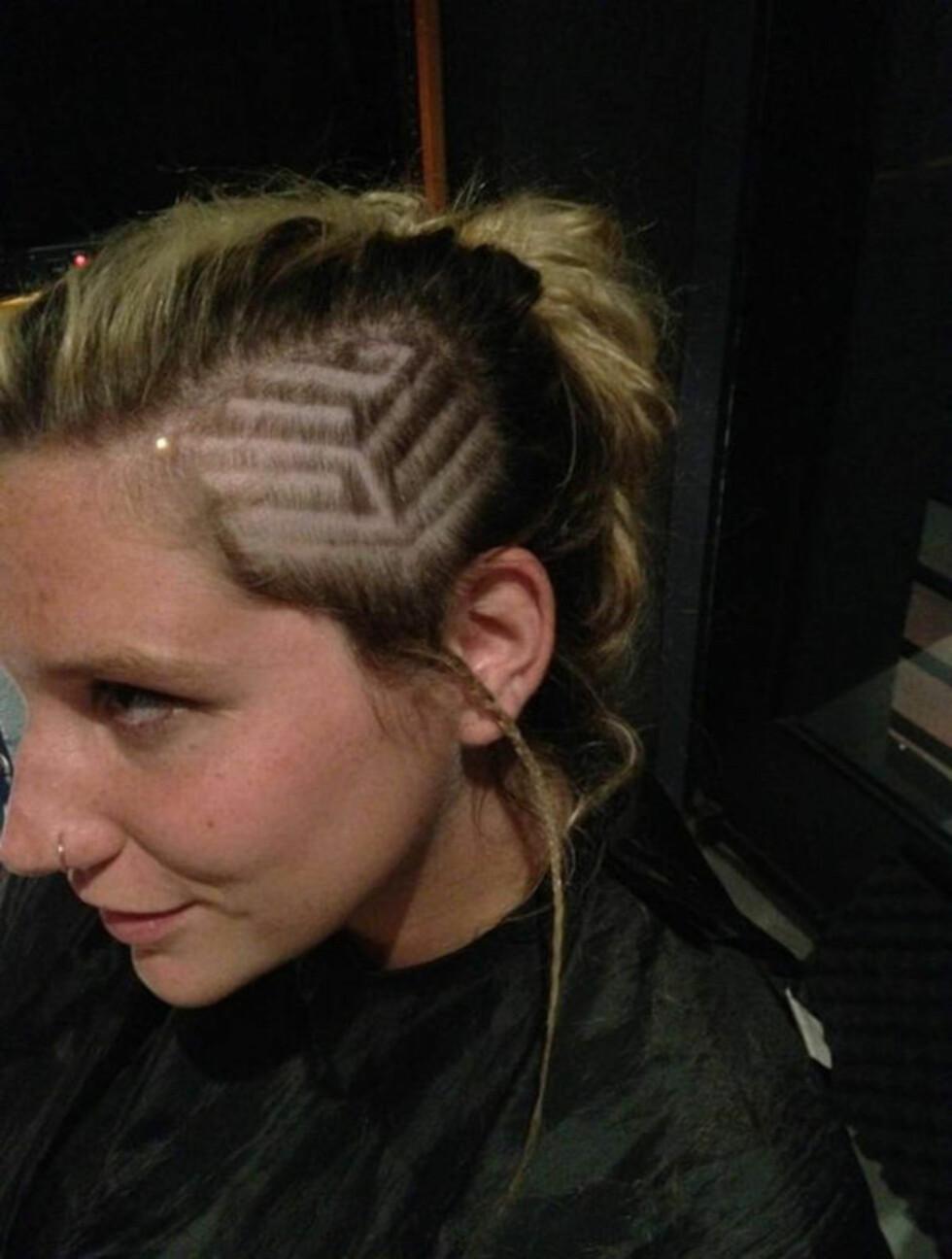 NY SVEIS: Artisten Ke$ha la ut bilde av sin nye frisyre etter en tur til frisøren med tittelen «Sprø frisyre!» Foto: Stella Pictures