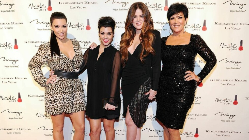 STJERNEFAMILIE: De berømte Kardashian-søstrene Kim, Kourtney og Khloé har moren Kris Jenner som manager.  Foto: All Over Press