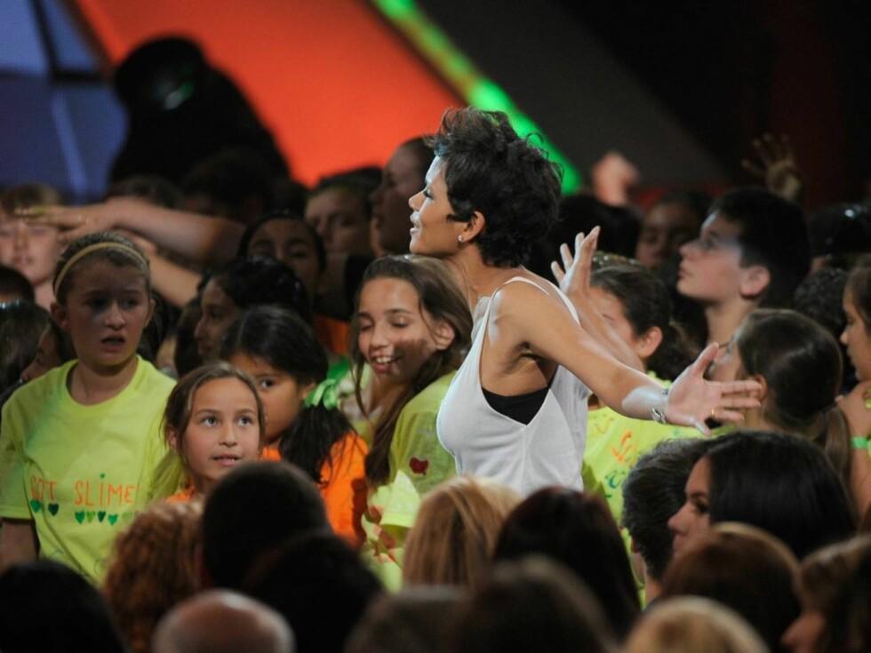 FIKK JUBEL: Filmstjernen Halle Berry skapte stor stemning blant publikum, som for det meste bestod av barn. Foto: All Over Press