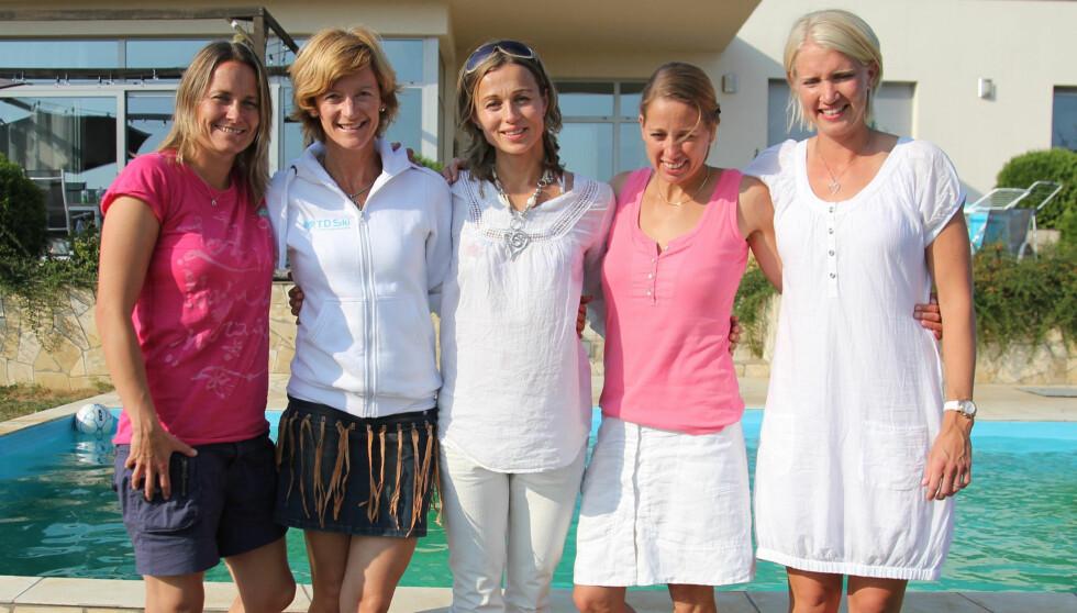 PÅ REKKE OG RAD: Etter at Thomas Hansvoll røk ut, har Bente Nordby, Trude Dybendahl, Astrid Lødemel, Linda Cerup-Simonsen og Linda Grubben røket ut. Foto: NRK