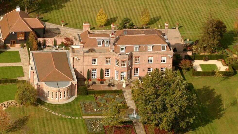 SELGES TIL HØYSTBYDENDE: David og Victoria Beckham vil nå selge sitt gods i britiske Hertfordshire til høystbydende.  Foto: All Over Press