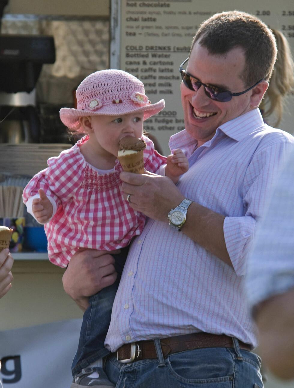 ELSKER DATTEREN: Peter lo da datteren smakte på isen og sier at verden er et bedre sted etter han ble far.  Foto: Stella Pictures