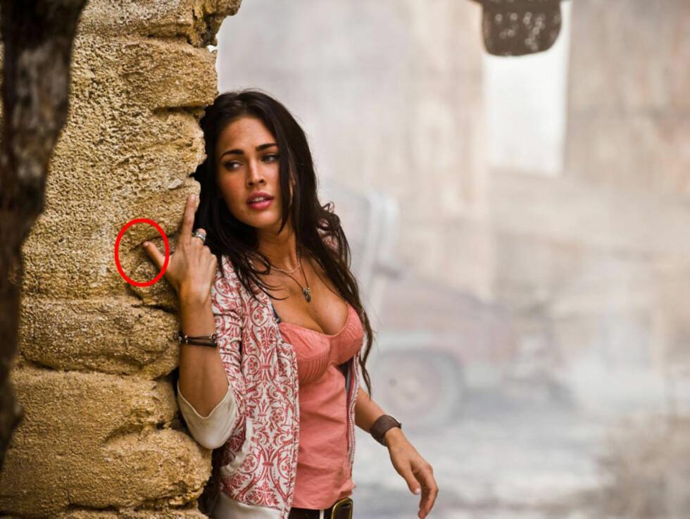 <strong>MISDANNETE TOMLER:</strong> «Transformers»-stjernen Megan Fox har siden hun ble født slitt med misdannete tomler på hendene. Foto: All Over Press