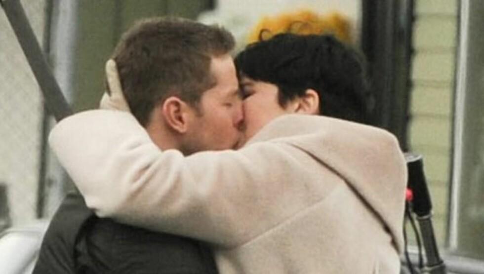<strong>ROMANTIKK PÅ JOBBEN - OG PRIVAT:</strong> Josh Dallas og Ginnifer Goodwin har siden i fjor høst datet i hemmelighet ifølge Us Magazine.  Foto: All Over