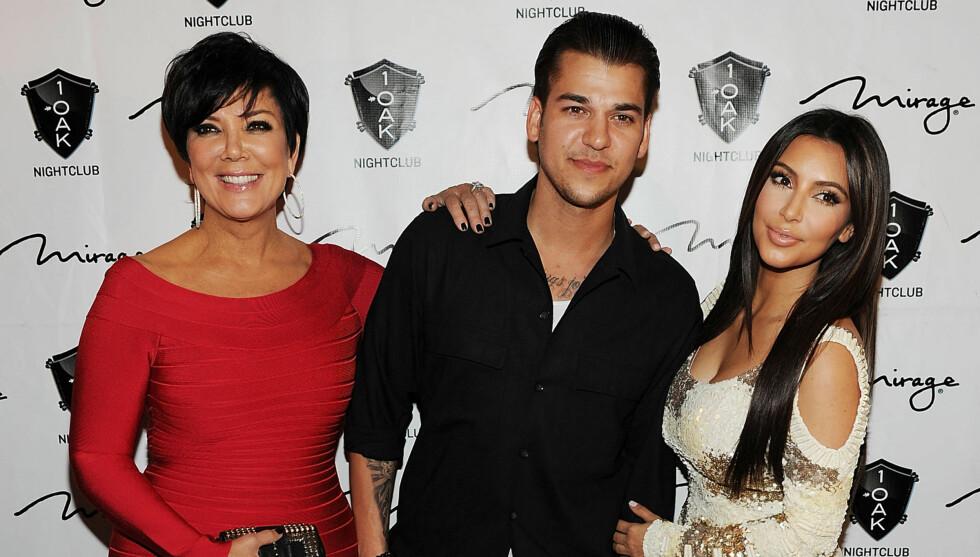<strong>STOLT MOR:</strong> Kris Jenner er stolt mor til sine seks barn og fire stebarn. Her er hun sammen med sønnen Robert og datteren Kim Kardashian.  Foto: All Over Press