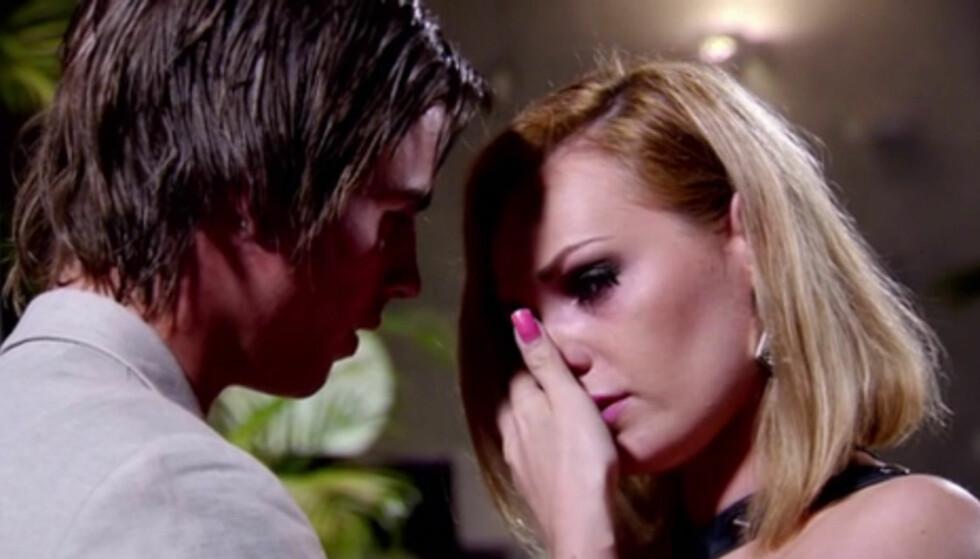 TOK TIL TÅRENE: Camilla prøvde ikke å skjule sin skuffelse da hun torsdag ble tvunget til å forlate realityserien «Paradise Hotel». Foto: TV3