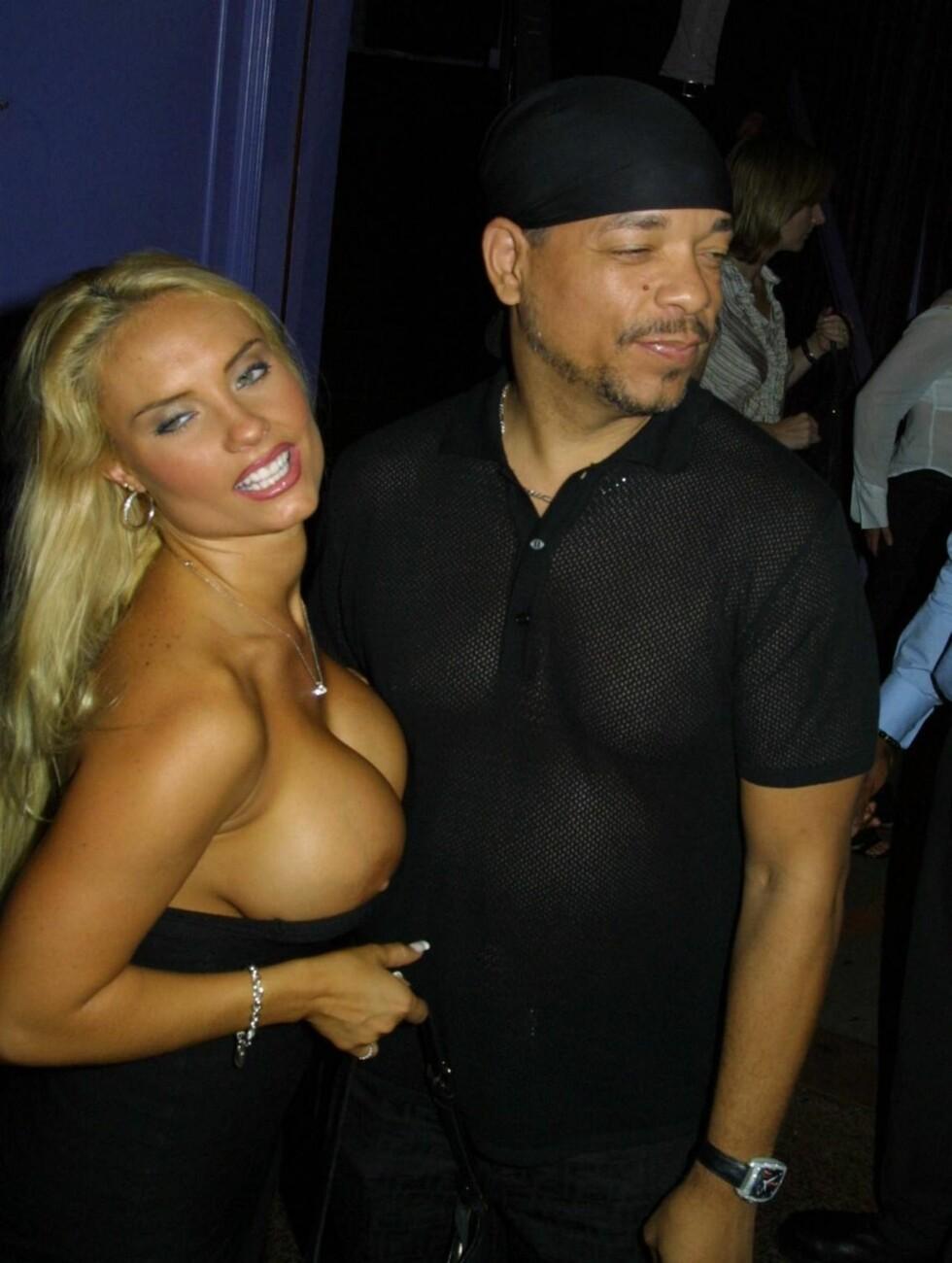 <strong>TOPPLØS PÅ FEST:</strong> Ice-T så ut til å ta konas naken-stunt med stor ro. Foto: All Over