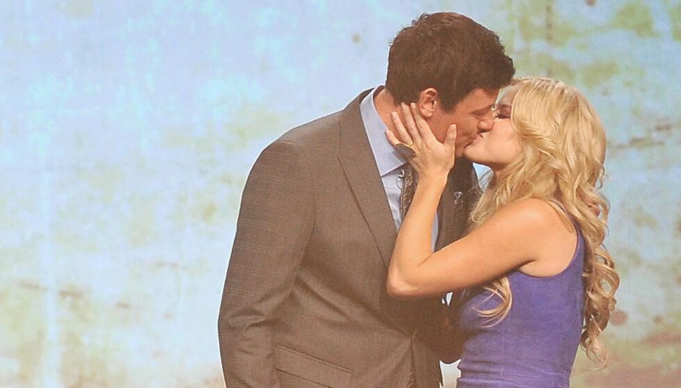 KYSSET FOR EN GOD SAK: Megan Hilty donerte over 25 000 kroner til veldedighet for å få kysse Corey Monteith fra «Glee» lørdag. Foto: All Over Press