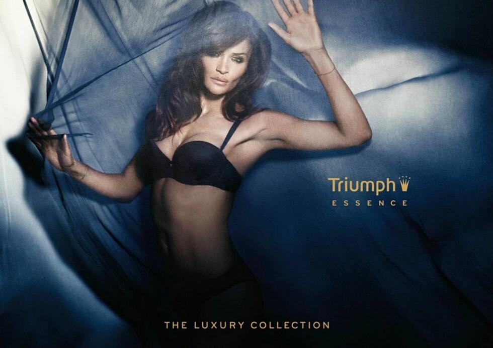 UNDERTØYSMODELL: Helena Christensen viser i sin nye reklamekampanje for undertøysmerket Triumph hvorfor hun fortsatt er en av verdens best betalte modeller. Foto: Stella